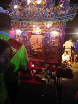 lanterne di carta (uffici e case per spiriti e santi taoisti)