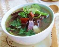 zuppa con sangue di maiale 猪红汤